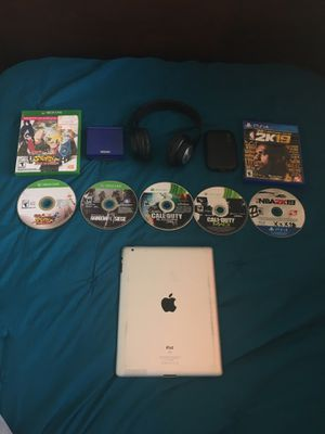 PS4 & Xbox games , Elgato Game capture Hd60 with Nintendo DS and New Bluetooth headphones and IPad Gen 2 for Sale in Homestead, FL