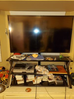 Vizeo 60 inch tv great condition and clean with stand for Sale in Las Vegas, NV