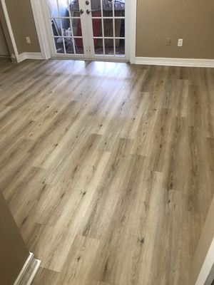 Vyni laminate waterproof flooring for Sale in Miami, FL