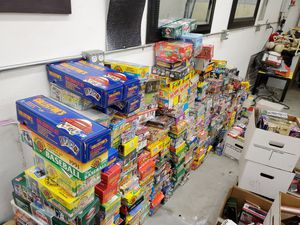 450 unopened boxes of 1980s to 1990s wax era for Sale in Portola Hills, CA
