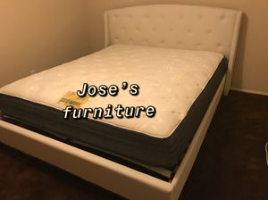 EASTREN KING SIZE BED (MATTRESS INCLUDED) for Sale in Paramount, CA
