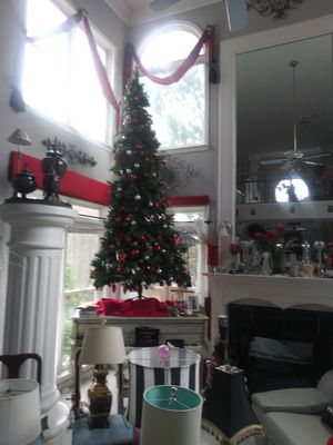 Nine foot Christmas. Tree with lights. Good condition for Sale in Ellenwood, GA