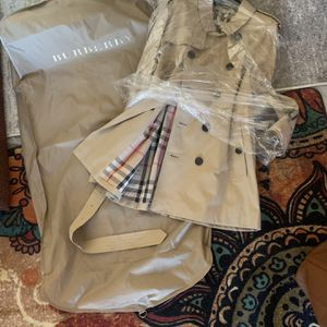 Burberry Trench Coat for Sale in North Las Vegas, NV