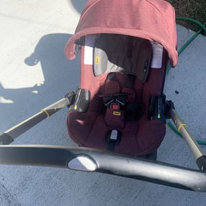 Doona Car Seat And Stroller Clean Very Well Taking Care $300 for Sale in Miami, FL
