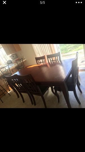 Dining table with 5 chairs for Sale in Stockton, CA