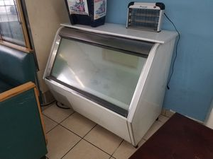 50' SHOWCASE FREEZER for Sale in Orlando, FL