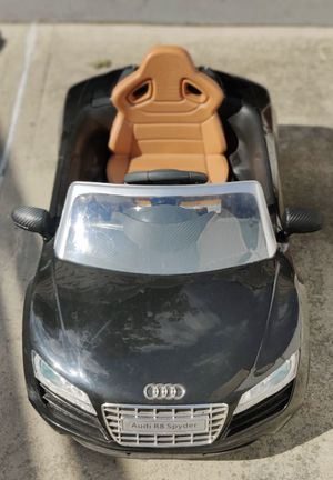 Electric powered ride on Audi R8 spyder for toddlers for Sale in Bayonne, NJ