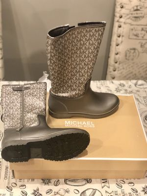 Michael Kors rain boots size 2 for kids for Sale in Burlington, NJ
