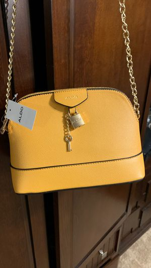 Mustard yellow shoulder purse for Sale in New Carrollton, MD