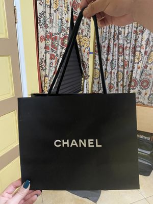 Empty Chanel Bag for Sale in Los Angeles, CA