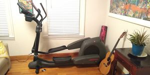 Life Fitness Elliptical x9i for Sale in New Haven, CT