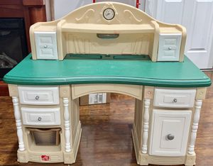 Kids desk for Sale in Renton, WA
