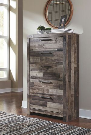 Ashley Furniture 5-Drawer Chest, Multi Gray, Casual Syle for Sale in Fountain Valley, CA