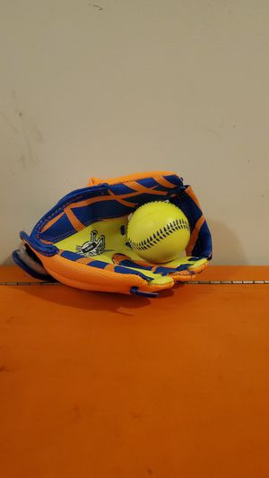 Franklin Baseball Glove with Ball. for Sale in Springfield, VA