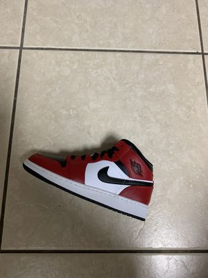 Chicago mid Jordan 1 size 5 for Sale in Cutler Bay, FL
