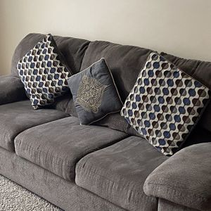 Sofa for Sale in Blacklick, OH