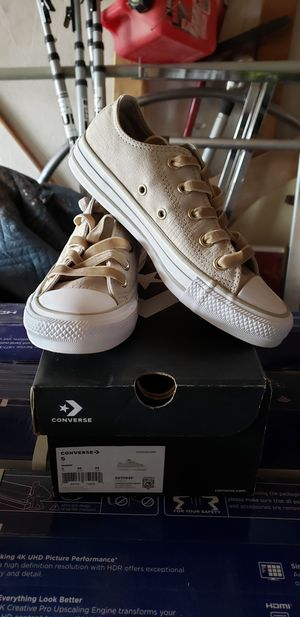 Women's converse Size 5 for Sale in San Jose, CA