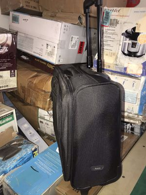 Roll away suitcase carry on case for Sale in Fresno, CA
