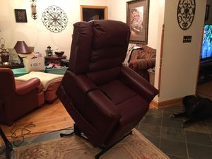 Burgundy Catnapper Lift Chair for Sale in Weston, WV