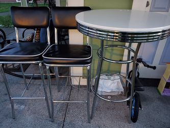 Tall Table And Chairs for Sale in Parkland,  WA