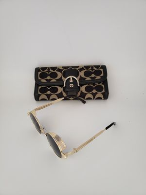 COACH Wallet Black Sig with buckle and Retro Sunglasses for Sale in Covington, WA