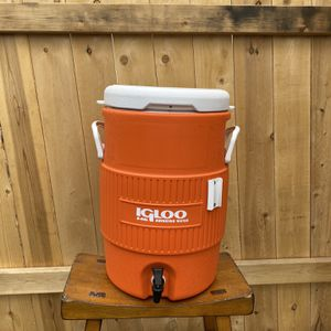 Igloo 5-gallon Heavy-Duty Beverage Container NEVER USED for Sale in San Diego, CA