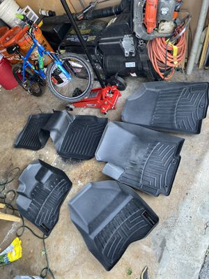 2015 Ford Explorer weather tech floor mats for Sale in Waukegan, IL