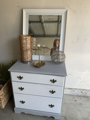 3 drawer dresser chest for Sale in Irvine, CA