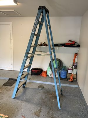 8 foot ladder cracked for Sale in Pflugerville, TX