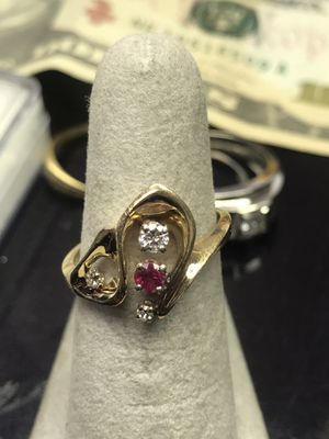 14k yellow gold size 6 1/4. Diamond & ruby for Sale in Baltimore, MD