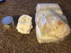2 packs of newborn diapers 8 oz Formula for Sale in Lake Wales, FL