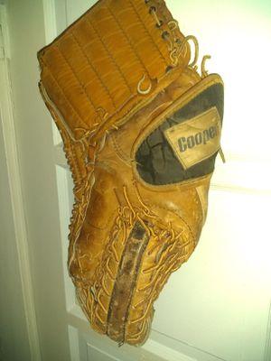 Baseball gloves for Sale in Wichita, KS