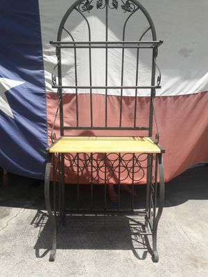 Bakers Rack w/Wine Bottle Holder for Sale in Crosby, TX