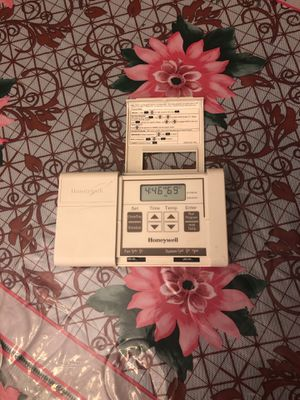 Thermostat programmable for Sale in Dearborn, MI