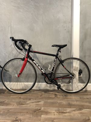 FUJI 3.0 ROAD BIKE SIZE '54 w/ CARBON FORKS for Sale in Rosemead, CA
