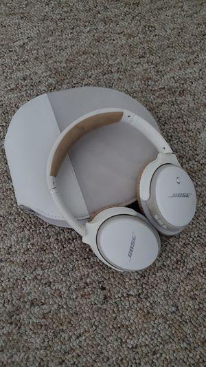 Bose around the ear wireless headphones Soundlink Bluetooth Mic for Sale in Herriman, UT