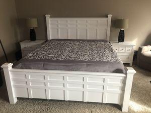 Beautiful Cal-king bedroom set for Sale in Hemet, CA