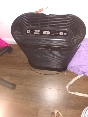 Honeywell air purifier like new air purifier only used a few times for Sale in La Porte, TX