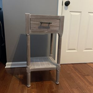 End Table/nightstand for Sale in Ashburn, VA