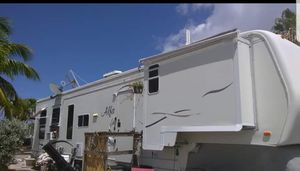 2003 40ft 5th wheel priced to sell for Sale in Fort Lauderdale, FL