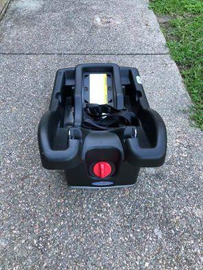 Graco Sungride click connect 35 car seat base for Sale in Smithfield, RI