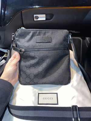 Gucci messenger bag for Sale in Glendale, CA