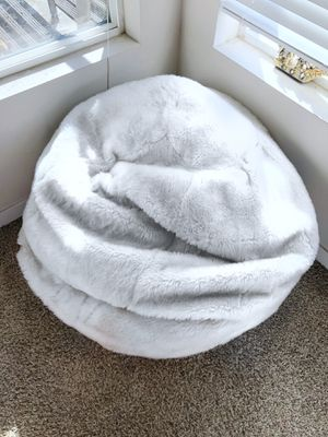 LARGE WHITE FUR BEAN BAG for Sale in Los Angeles, CA