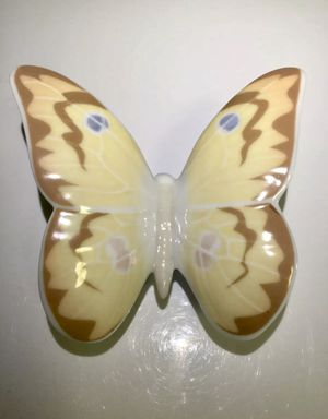 NAO BY LLADRO HAZY SUNSHINE BUTTERFLY 🦋 FIGURINE for Sale in Brooklyn, NY