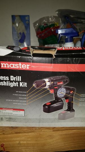 New Drillmaster 18 volt cordless drill and flashlight kit for Sale in North Highlands, CA