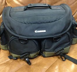 Canon Camera bag w/shoulder strap inside dividers and zippered pockets inserts for Sale in Miami,  FL