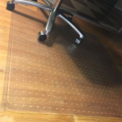 """Computer Chair Clear """"Rug"""" For Any Rolling Chair!! for Sale in Lakewood,  WA"""