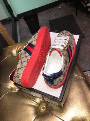 Gucci unisex sneaker for Sale in Matteson, IL