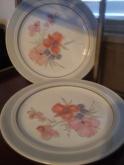Galleria Collection 2 Dinner Plates For $25 for Sale in San Angelo,  TX