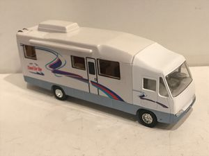 """DieCast Bus , 8"""" removable rooftop with furniture inside for Sale in Kirkland, WA"""
